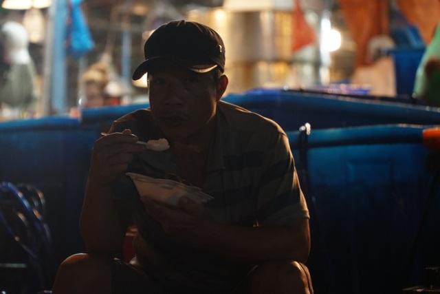 Vui buồn nghề cửu vạn ở chợ đêm Sài Gòn - 9