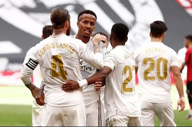 """Real Madrid """"gai góc, xù xì"""" đúng chất HLV Zinedine Zidane"""