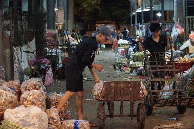 Vui buồn nghề cửu vạn ở chợ đêm Sài Gòn - 14