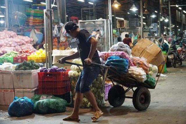 Vui buồn nghề cửu vạn ở chợ đêm Sài Gòn - 11