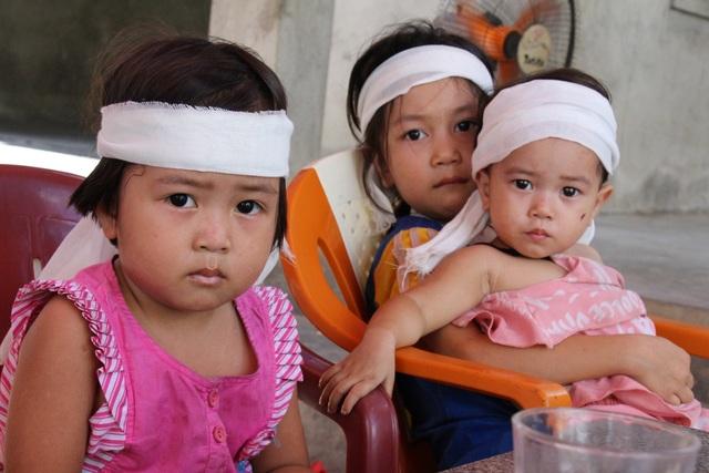 Ba đứa trẻ đột ngột mất cha được giúp đỡ hơn 59 triệu đồng - 2