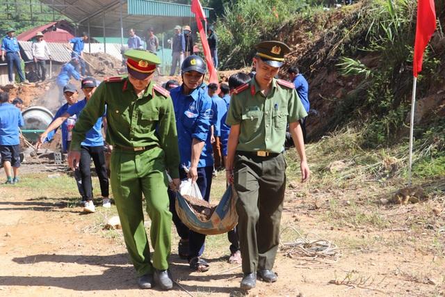 Tỉnh đoàn Nghệ An ra quân tình nguyện ở biên giới Việt - Lào - 16