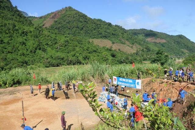 Tỉnh đoàn Nghệ An ra quân tình nguyện ở biên giới Việt - Lào - 17