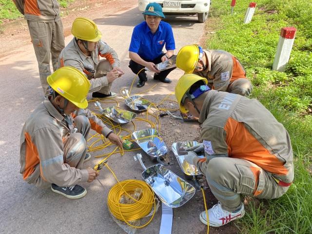 Tỉnh đoàn Nghệ An ra quân tình nguyện ở biên giới Việt - Lào - 18