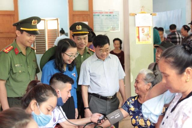Tỉnh đoàn Nghệ An ra quân tình nguyện ở biên giới Việt - Lào - 9