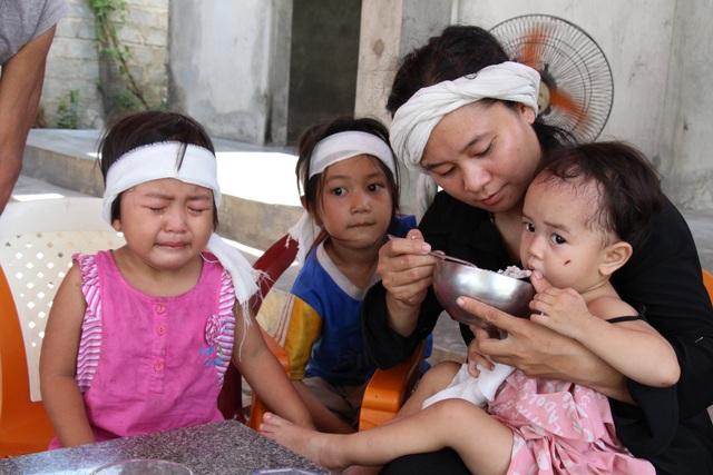 Ba đứa trẻ đột ngột mất cha được giúp đỡ hơn 59 triệu đồng - 1