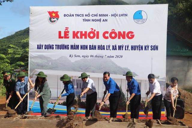 Tỉnh đoàn Nghệ An ra quân tình nguyện ở biên giới Việt - Lào - 12