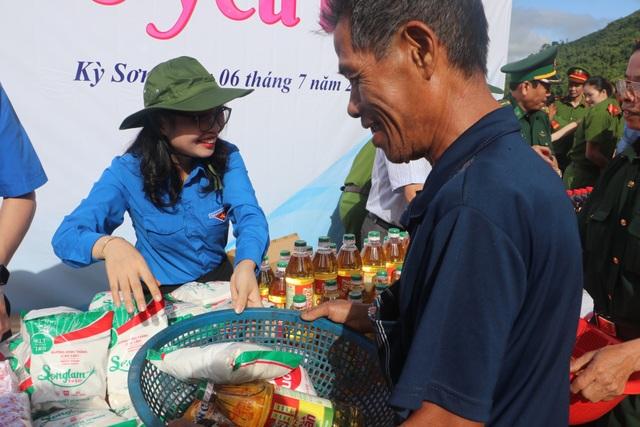 Tỉnh đoàn Nghệ An ra quân tình nguyện ở biên giới Việt - Lào - 13
