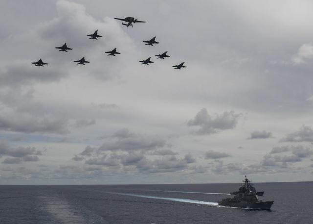 Màn phô diễn sức mạnh của 2 tàu sân bay Mỹ tập trận tại Biển Đông - 2