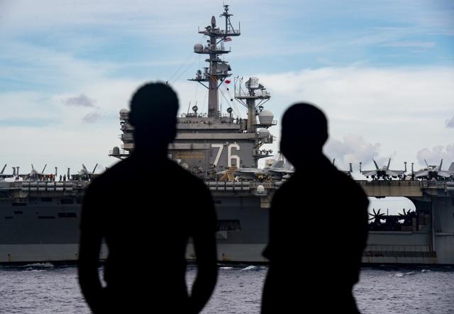 Màn phô diễn sức mạnh của 2 tàu sân bay Mỹ tập trận tại Biển Đông - 5