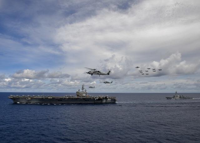 Màn phô diễn sức mạnh của 2 tàu sân bay Mỹ tập trận tại Biển Đông - 4