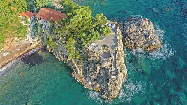 Vẻ đẹp hiếm có của biệt thự cổ bằng đá 700 tuổi trên bán đảo hoang - 2