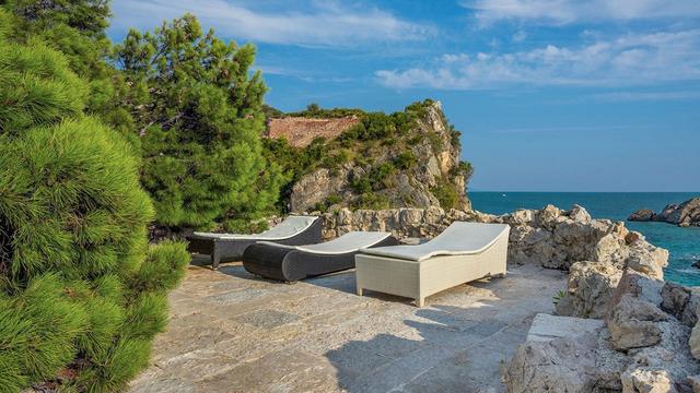 Vẻ đẹp hiếm có của biệt thự cổ bằng đá 700 tuổi trên bán đảo hoang - 9