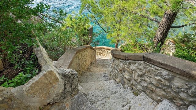 Vẻ đẹp hiếm có của biệt thự cổ bằng đá 700 tuổi trên bán đảo hoang - 10