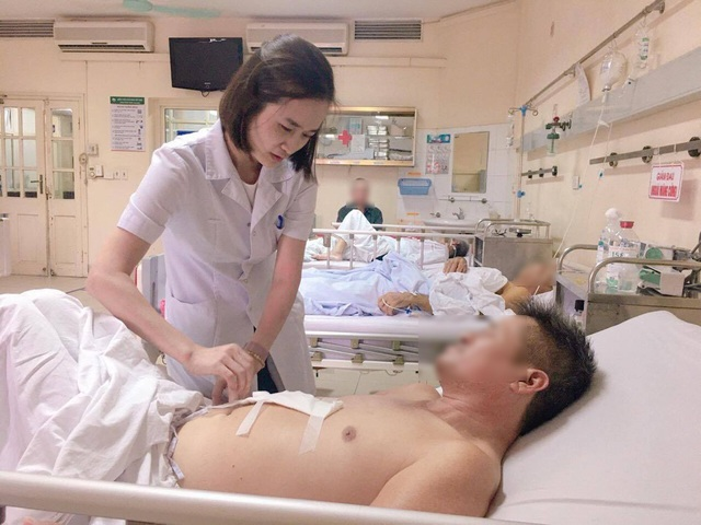 Khối u gan khổng lồ bị vỡ, bệnh nhân mới phát hiện ung thư gan - 1