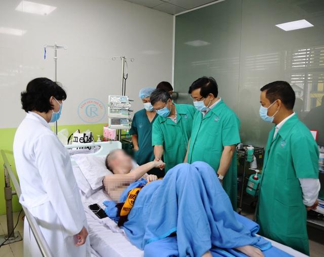 Phi công người Anh về nước, bác sĩ Việt Nam sẽ không hỗ trợ trên chuyến bay - 1