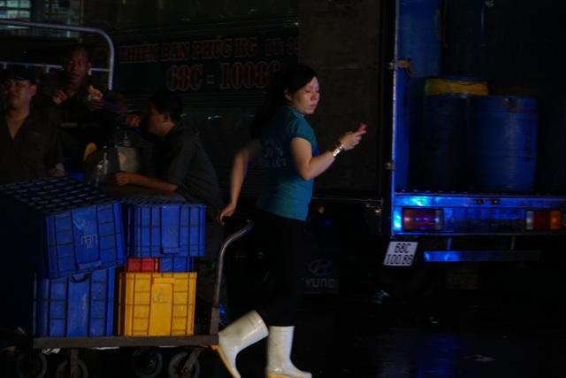 Vui buồn nghề cửu vạn ở chợ đêm Sài Gòn - 6