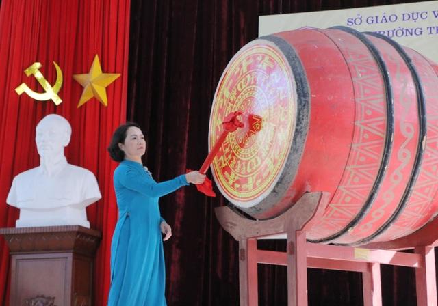 Vẻ đẹp tinh khôi của nữ sinh trường Chu Văn An trong ngày bế giảng - 1
