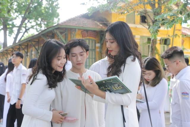 Vẻ đẹp tinh khôi của nữ sinh trường Chu Văn An trong ngày bế giảng - 10