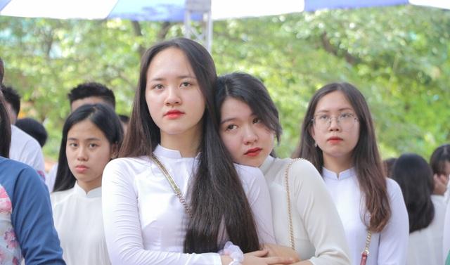 Vẻ đẹp tinh khôi của nữ sinh trường Chu Văn An trong ngày bế giảng - 12