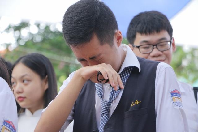 Vẻ đẹp tinh khôi của nữ sinh trường Chu Văn An trong ngày bế giảng - 4