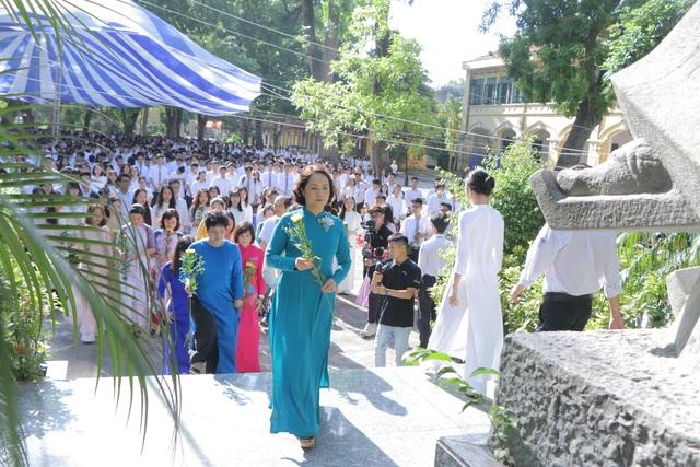 Vẻ đẹp tinh khôi của nữ sinh trường Chu Văn An trong ngày bế giảng - 2