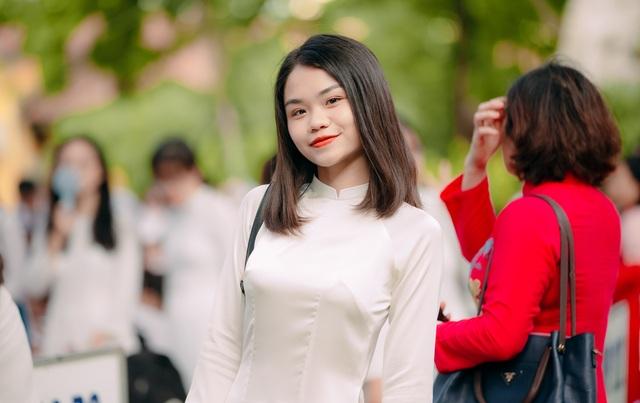 Vẻ đẹp tinh khôi của nữ sinh trường Chu Văn An trong ngày bế giảng - 8