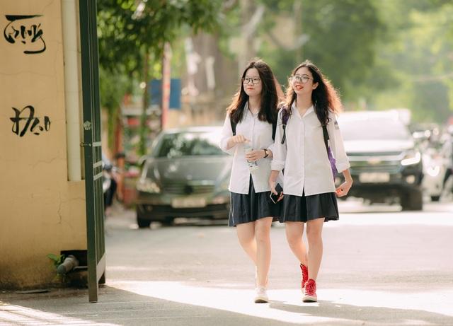 Vẻ đẹp tinh khôi của nữ sinh trường Chu Văn An trong ngày bế giảng - 7