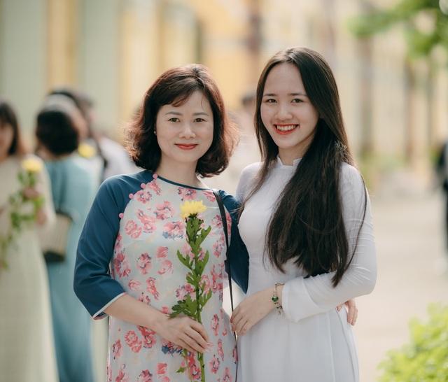 Vẻ đẹp tinh khôi của nữ sinh trường Chu Văn An trong ngày bế giảng - 9