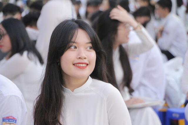 Vẻ đẹp tinh khôi của nữ sinh trường Chu Văn An trong ngày bế giảng - 11