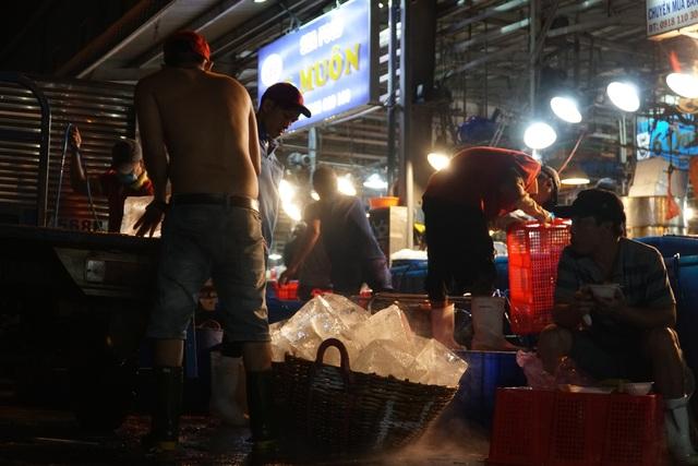 Vui buồn nghề cửu vạn ở chợ đêm Sài Gòn - 5