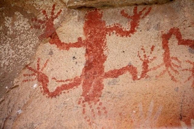 Hang động hàng nghìn năm tuổi với những dấu tích bàn tay kỳ bí - 3