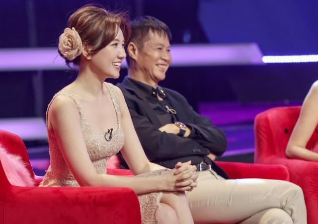 """Cưới """"phi công trẻ"""", Hari Won tuyên bố vợ hơn chồng 40 tuổi là bình thường - 6"""