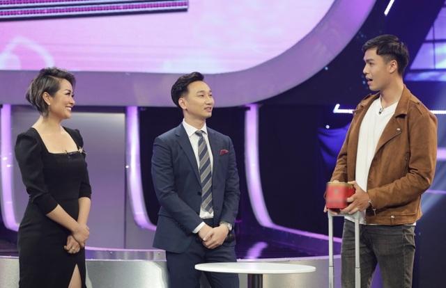 """Cưới """"phi công trẻ"""", Hari Won tuyên bố vợ hơn chồng 40 tuổi là bình thường - 5"""