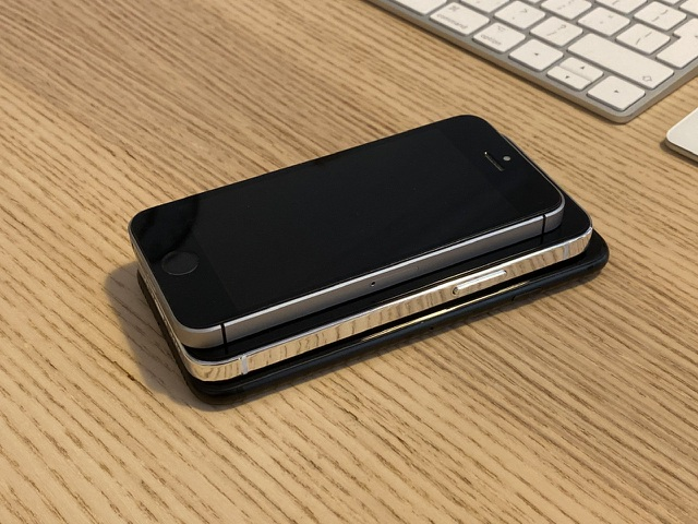 """Chùm ảnh iPhone 12 """"đọ dáng"""" cùng iPhone SE và iPhone 7 - 6"""