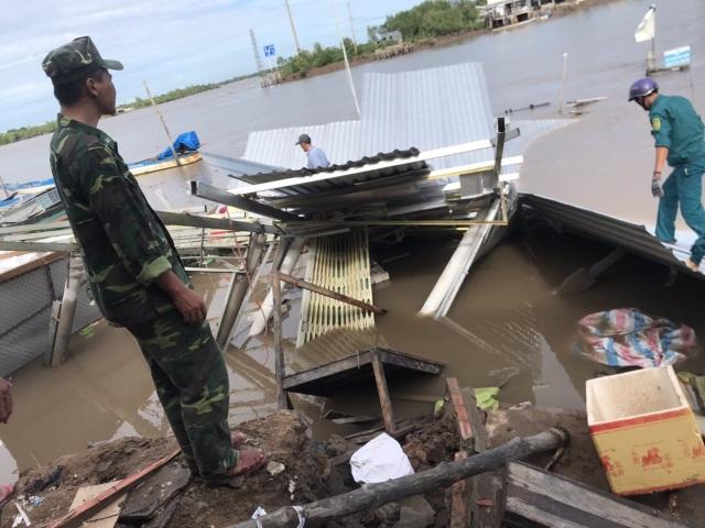 Sạt lở bờ sông, ít nhất 14 căn nhà hư hỏng nặng - 2