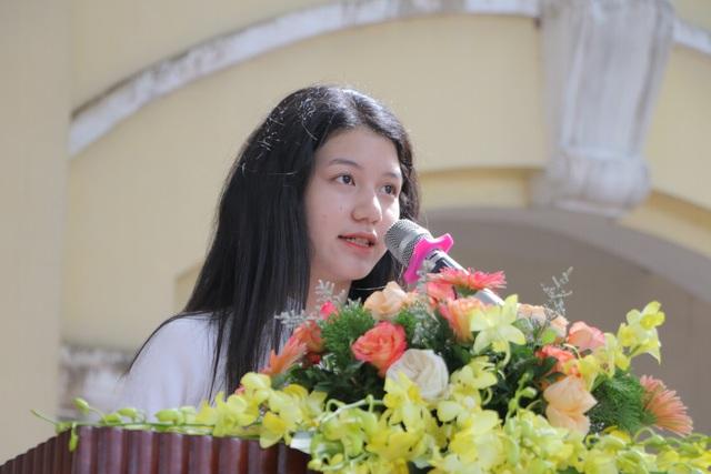Vẻ đẹp tinh khôi của nữ sinh trường Chu Văn An trong ngày bế giảng - 3