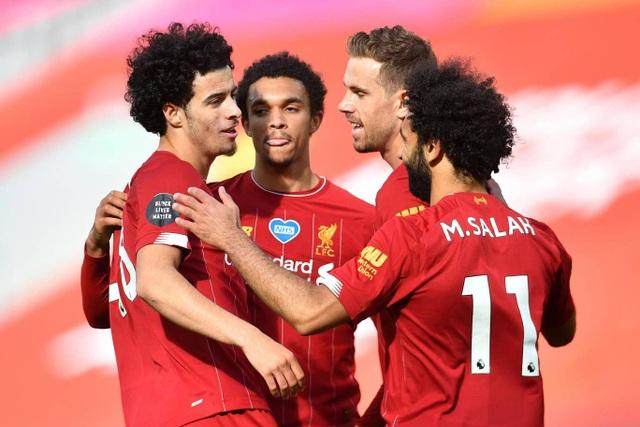 Man City gục ngã trước Southampton, Liverpool thắng trận thứ 29 - 2