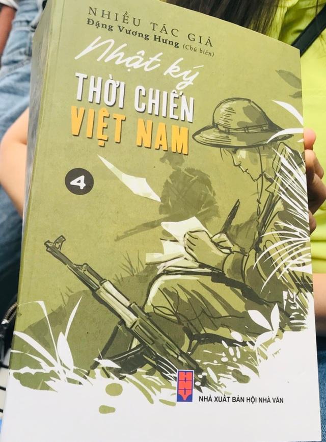 Ra mắt bộ sách Nhật ký thời chiến Việt Nam - 2