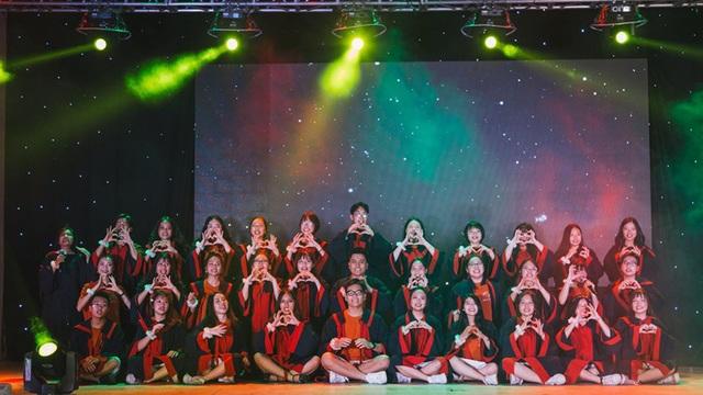 Lễ tri ân đầy sắc màu của học sinh khối 12 THPT Chu Văn An - 1