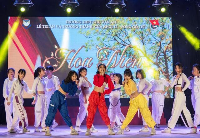 Lễ tri ân đầy sắc màu của học sinh khối 12 THPT Chu Văn An - 10