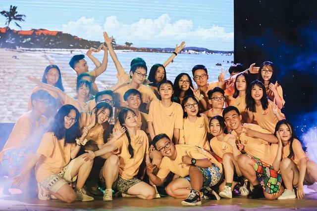 Lễ tri ân đầy sắc màu của học sinh khối 12 THPT Chu Văn An - 2