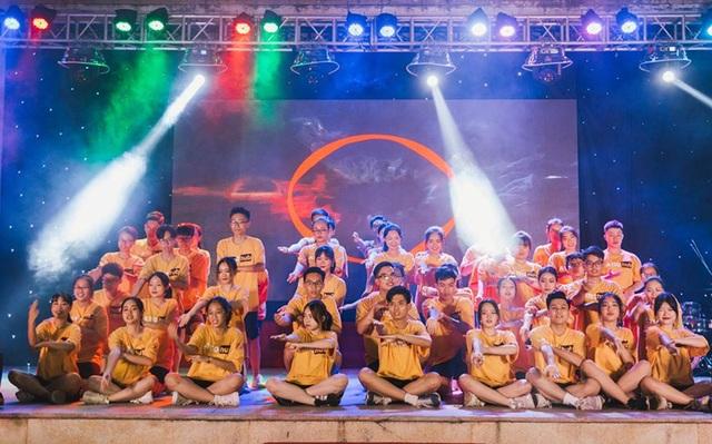 Lễ tri ân đầy sắc màu của học sinh khối 12 THPT Chu Văn An - 3