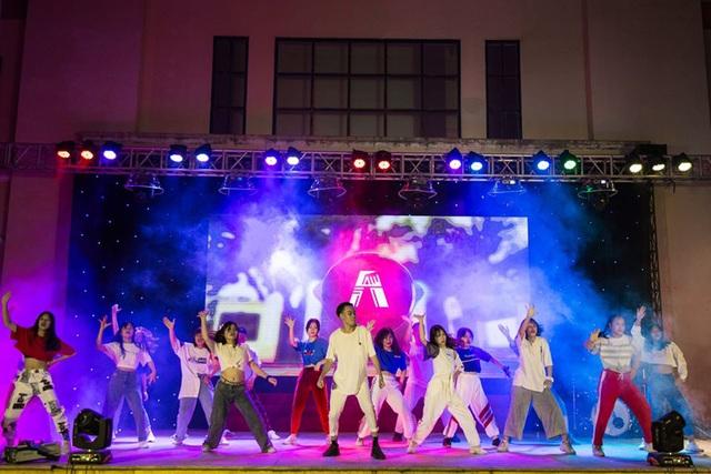 Lễ tri ân đầy sắc màu của học sinh khối 12 THPT Chu Văn An - 4
