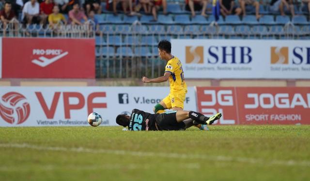 Trọng tài làm dậy sóng V-League và mối quan hệ với Ban tổ chức giải