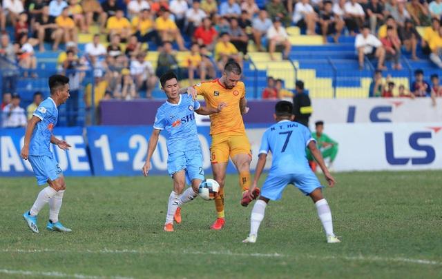 Đức Chinh lập cú đúp, SHB Đà Nẵng giành 3 điểm trên sân Thanh Hóa - 1