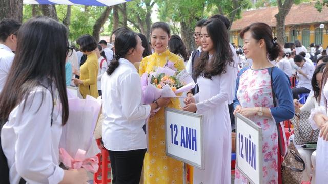 Vẻ đẹp tinh khôi của nữ sinh trường Chu Văn An trong ngày bế giảng - 5