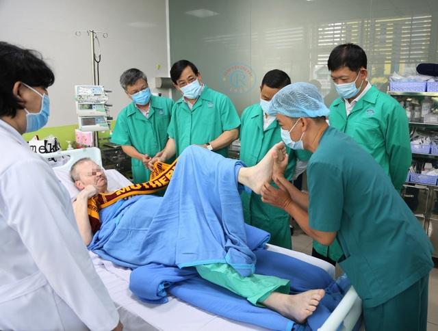 Phi công người Anh về nước, bác sĩ Việt Nam sẽ không hỗ trợ trên chuyến bay - 2