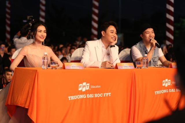 Vừa đàn vừa hát, nam sinh Quảng Bình đăng quang ngôi Quán quân Học bổng Tài năng ĐH FPT - 2