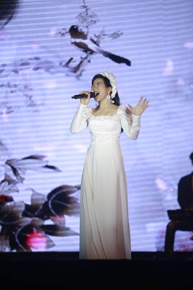 Vừa đàn vừa hát, nam sinh Quảng Bình đăng quang ngôi Quán quân Học bổng Tài năng ĐH FPT - 4